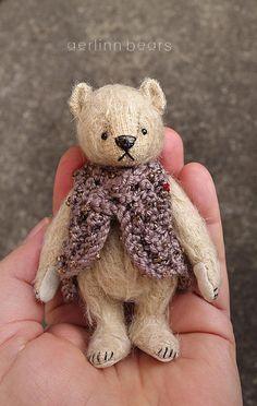 Matilda miniatuur 4 Mohair kunstenaar teddybeer door aerlinnbears