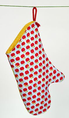 Quilted pot holder glove made from colorful fabrics with apples