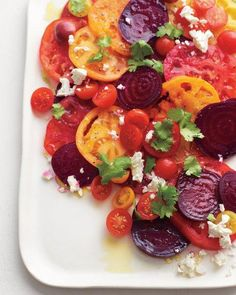 Tomato-Beet Salad from Martha Stewart,Yummy use of tomatoes that are in season.I love beets and they have a great tip for cooking and removing the peel.No more red hands when peeling beets! Vegetarian Recipes, Cooking Recipes, Healthy Recipes, Delicious Recipes, Cooking Tips, Potluck Recipes, Recipes Dinner, Vegetable Recipes, Summer Recipes