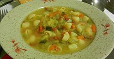 Ya tenía yo ganas de preparar esta sopa minestrone y nunca llegaba el momento, lo de ponerme a picar tanta verdura me echaba para atrás... Guacamole, Pasta, Ethnic Recipes, Food, Veg Soup, Italian Cooking, Cook, Meal, Essen
