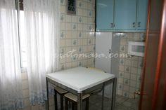 Se alquila piso amueblado exterior de 70 m2 bien ubicado en Portugalete (cerca del metro autobús, Eroski): 2 habitaciones, 1 baño y cocina. Equipado. Agua caliente eléctrica