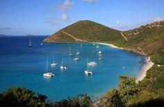Location Voilier Tortola//Les Îles Vierges britanniques (British Virgin Islands ou BVI) comptent plus de vingt-cinq îles de rêve, serties dans les eaux turquoise et abritées de la mer des Caraïbes. Tortola, Jost Van Dyke, Virgin Gorda et Anegada sont les îles les plus importantes de l´archipel