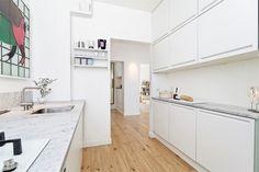 (3) FINN – VALLELØKKEN: Lekker, lys og gj.gående 3-roms toppleilighet m/ fantastisk utsikt, god standard og felles hage