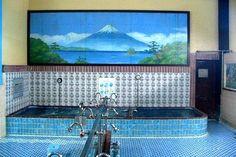 これは曳舟湯(東京都墨田区京島1-7-10)の男湯に描かれた富士山のペンキ絵