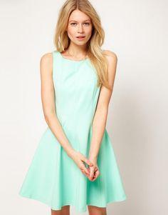 On copie Eva Longoria en robe vert d'eau flashy !