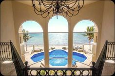 Casa Paloma dispone de 4 dormitorios y 4 baños privados.  Para mas informacion visita el siguiente link:   http://es.tulumrealestate.com/real-estate-tulum/tulum-casa-paloma/