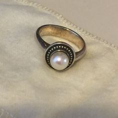 Pearl James Avery Ring Great ring! Size 7 James Avery Jewelry Rings