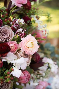 Mauve, red, blush pink and green floral centerpiece | Christa Elyce Photography | see more on: http://burnettsboards.com/2014/09/americana-wedding-antlers/