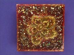 Caixa em MDF com aplicação de leves relevos em dourado e diversas pedrarias Pintura externa com verniz e interna em vermelho e ocre. R$ 30,00