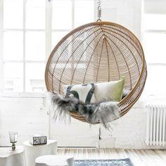 Lust auf ein Nickerchen, in diesem Rattan Hängesessel? Hier entdecken und kaufen: http://sturbock.me/wMR