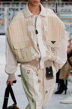 Ropa Louis Vuitton, Louis Vuitton Paris, White Louis Vuitton, Fashion Brand, Fashion News, Fashion Show, Casual Chic Style, Look Chic, Vogue Paris