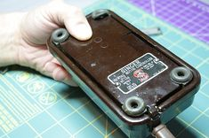 Do you have a Singer sewing machine with the Featherweight style Bakelite Foot Pedal? Sometimes it's also referred to as a Button Pedal. I've seen them on Model 15 machines, Featherweig… Sewing Machine Service, Sewing Machine Repair, Sewing Machines Best, Sewing Machine Quilting, Antique Sewing Machines, Sewing Hacks, Sewing Tutorials, Sewing Tools, Sewing Ideas