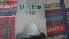 """""""La extraña en mi"""" escrito por Antonio Ortiz."""