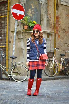 Outfit: Patterns at Play // navy stripe top, plaid skirt, red Hunter wellies