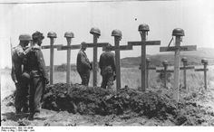 Battle of Crete, May 1941: Members of the German Parachute Division pay their respects at the graves of comrades. Thanks to the stiff resistance by Allied soldiers and the local population, the German paras suffered disastrous casualties. After the battle, Hitler transferred the division to the land forces; the paras spent the rest of the war fighting as infantry.