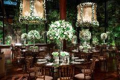 Cúpulas ornamentadas com flores suspensas - Décor Vic Meirelles - Foto Fernanda Scott