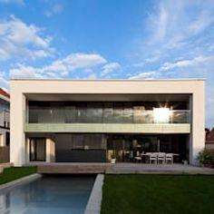 Wohnen am Pool : moderner Pool von PASCHINGER ARCHITEKTEN ZT KG