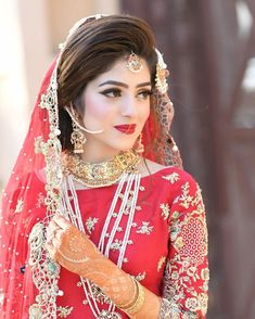 bridal jewelry for the radiant bride Pakistani Bridal Hairstyles, Pakistani Bridal Makeup, Bridal Mehndi Dresses, Bridal Outfits, Pakistani Dresses, Bridal Makeup Looks, Bridal Looks, Bridal Style, Indian Bridal Photos