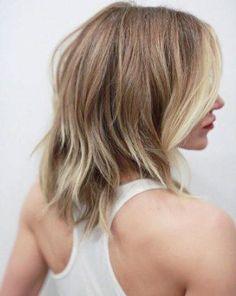 Trocken, spröde, fettig, fransig ... Wenn wir es nicht sorgfältig pflegen, rächt sich unser Haar! Wir verraten euch die 6 besten Tipps, die wirklich helfen...