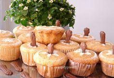 Muffiny s kočičími jazýčky Cooking Recipes, Cupcakes, Breakfast, Desserts, Food, Morning Coffee, Tailgate Desserts, Cupcake Cakes, Deserts