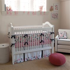 Coral and navy is a fab color combo for the nursery, so we LOVE this new floral crib bedding from @Carousel Designs! #nursery