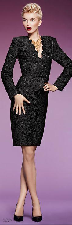 Albert Nipon ● Fall 2013, Jacquard Suit. Zwart voor het donkere wintertype (W1).