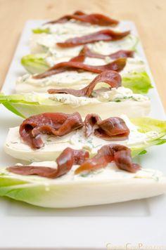 endivias con queso philadelphia y anchoas Appetizer Salads, Appetizer Recipes, Snack Recipes, Appetizers, Healthy Recipes, Snacks, Salad Recipes, Meat Fruit, Good Food