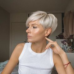 Irinapixiegirl on monday mood 60 cute short pixie haircuts femininity and practicality Blonde Pixie Hair, Short Blonde, Edgy Hair, Short Hair Cuts For Women, Short Hairstyles For Women, Cut Hairstyles, Funky Bob Hairstyles, Natural Hairstyles, Cheveux Courts Funky