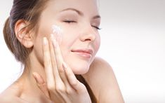 Sensitive skin needs extra care to prevent it from reddening. Try using products for sensitive skin and anti-redness cream. Best Tan Removal Cream, Home Remedies For Sunburn, Homemade Beauty Tips, Acne Face Mask, Acne Scar Removal, Sensitive Skin Care, Oils For Skin, Acne Prone Skin, Makeup Tips