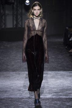 Nina Ricci Fall 2016 Ready-to-Wear Collection Photos - Vogue