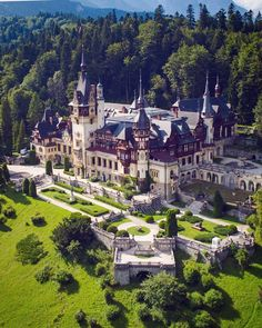 Tag 🌿🌺📷 Location 🏰 Pic chosen by Admin 😎 Beautiful Castles, Beautiful Buildings, Beautiful Places, Peles Castle, Fantasy Castle, Fantasy Places, Europe Photos, Historic Homes, Great Places