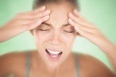 La migraine est un type de mal de tête qui est accompagné de d'autres symptômes comme les nausées, les vomissements ou la sensibilité à la lumière.