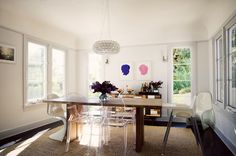 such a simple but stylish dining room
