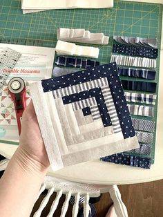 Test block - Camille Roskelley Patchwork Sweet Escape on a snow day Log Cabin Quilts, Édredons Cabin Log, Log Cabin Quilt Pattern, Patchwork Quilt Patterns, Pattern Blocks, Sewing Patterns, Quilting Patterns, Log Cabin Patchwork, Hexagon Patchwork
