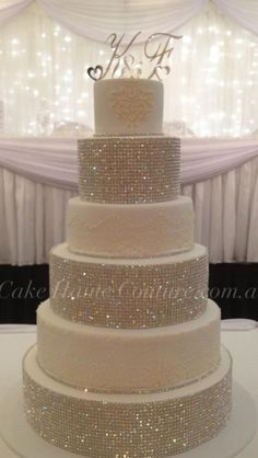 Super Bling Wedding Cake Love the rhinestones Noces de Cana Wedding planner www. Bling Wedding Cakes, Bling Cakes, Round Wedding Cakes, Unique Wedding Cakes, Beautiful Wedding Cakes, Fancy Cakes, Beautiful Cakes, Trendy Wedding, Unique Weddings