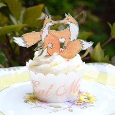 Edible Foxes - Fox Wafer Paper Cake Cupcake Cookie Wedding Toppers - Woodland Forest Animals by WicksteadsEatMe on Etsy https://www.etsy.com/listing/246174566/edible-foxes-fox-wafer-paper-cake