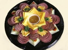 New cheese art appetizers 38 Ideas Cheese Appetizers, Appetizers For Party, Appetizer Recipes, Salami Appetizer, Party Snacks, Party Food Platters, Food Trays, Meat Trays, Party Trays