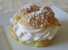 Italian Cream Puffs ( also with nutella whipped cream - with fruit puree - with . - Italian Cream Puffs ( also with nutella whipped cream – with fruit puree – with caramel) - Italian Pastries, Italian Desserts, Just Desserts, Delicious Desserts, Italian Donuts, Italian Cookies, Pastry Recipes, Cookie Recipes, Dessert Recipes