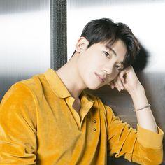 2010年K-POPグループZE:A(ゼア)のボーカル担当としてデビュー、最近は俳優としても活躍中のパク・ヒョンシクさんが、8月末に、ファンイベント「2017 PARK HYUNG SIK FANMEETING IN JAPAN 夏の日、僕らの一歩 」で、約1年ぶりに来日。ソウルでのイベントに続き、大盛況だった。 Park Hyung Sik, Korean Celebrities, Korean Actors, Korean Men, Asian Men, Park Hyungsik Cute, Ahn Min Hyuk, Yoo Seung Ho, Park Bo Young