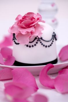 Burlesque  £10.00    A strong black and pink design for something a little bit naughty! Mix and match with a co-ordinating cupcake design or fresh flowers to create a stunning centrepiece.  Mini cakes are available in fruit, lemon,  vanilla or chocolate.