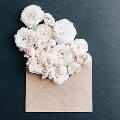 📷😍🌸   Merci  annaremarchuk  Osez offir de la créativité: www.coleebree.com  #stylistfloral #floral #flower #livraison #fleuriste #fleurs #bouquet #deco #flowerstagram #coleebree  #marketplace #flowerpower #génial @coleebree