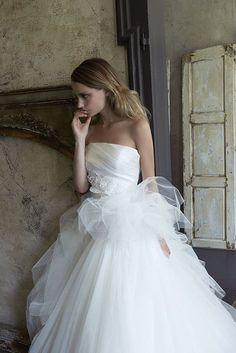 Collezione Signature 2014 - Elisabetta Polignano: abito bianco con una nuvole di tulle  #wedding #weddingdress #weddinggown #abitodasposa