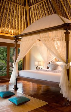 Each of the private villas at Kamandalu Ubud ooze classic Balinese style, complete with open thatched roofs and canopied four-poster beds #Indistay | Bali, Indonesia