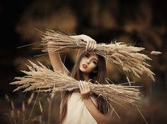 Девушка с колосками в поле, фотограф Юлия Браверман