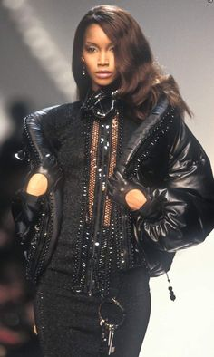 Beverly Peele / Dior by Gianfranco Ferre' Runway Show Fall/Wint 1992 Couture Mode, Dior Couture, Couture Fashion, Runway Fashion, Black Supermodels, Original Supermodels, 1990s Supermodels, 2000s Fashion, High Fashion