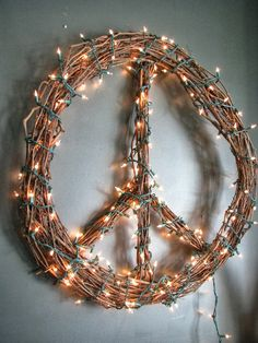 """When I was asked to participate in a """"Look for Less"""" Design Challenge, I jumped at the chance, as this is right up my alley! I thought abo... Diy Wreath, Grapevine Wreath, Wreaths, Wreath Ideas, Paz Hippie, Hippie Boho, Christmas Crafts, Christmas Decorations, White Christmas"""