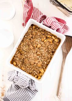 One of the best desserts is easy apple crumble. This kid-friendly dessert is filled with tender, caramelized apples and topped with a sweet oat topping. Easy Apple Crumble, Apple Crumble Recipe, Apple Crisp Easy, Desserts To Make, Great Desserts, Dessert Recipes, Best Apples For Baking, Caramelised Apples, Bakers Gonna Bake