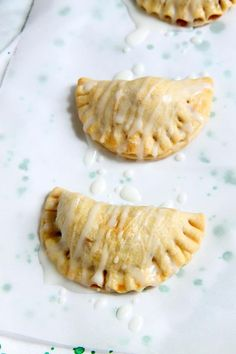 Homemade buttery pie crust filled with a delicious simple apple compote makes these Apple Pie Turnovers a new family favorite! Turnover Recipe From Scratch, Apple Turnover Recipe, Pie Crust From Scratch, Easy Pie Crust, Turnover Recipes, Healthy Apple Desserts, Apple Deserts, Apple Recipes, Bread Recipes