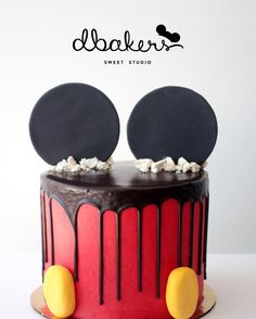 Mickey mouse drip cake by #dbakers Love this!!!!! (Pastel Drip Cake)