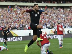 Clint Dempsey scored a vital goal for Jurgen Klinsmann's side in the first half of the match against Paraguay Us Soccer, Soccer Teams, Soccer Players, Copa Centenario, Copa America Centenario, Clint Dempsey, Football, Soccer Training, How To Look Pretty